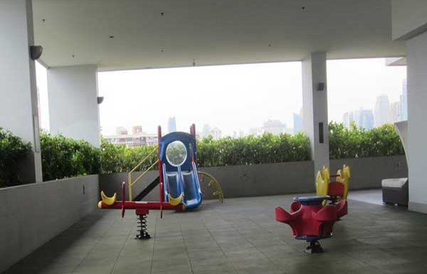 Amanta-Lumphini-Bangkok-condo-for-sale-children playground