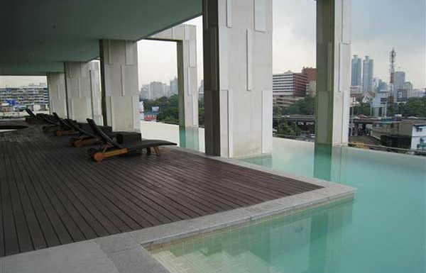Amanta-Lumphini-Bangkok-condo-for-sale-swimming-pool-3